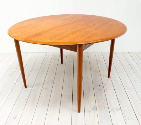 Danish Teak Extending Dining Table by Mogens Kold