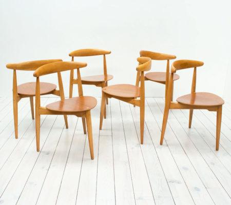 Heart Table & 6 Stacking Chairs by Hans J. Wegner for Fritz Hansen